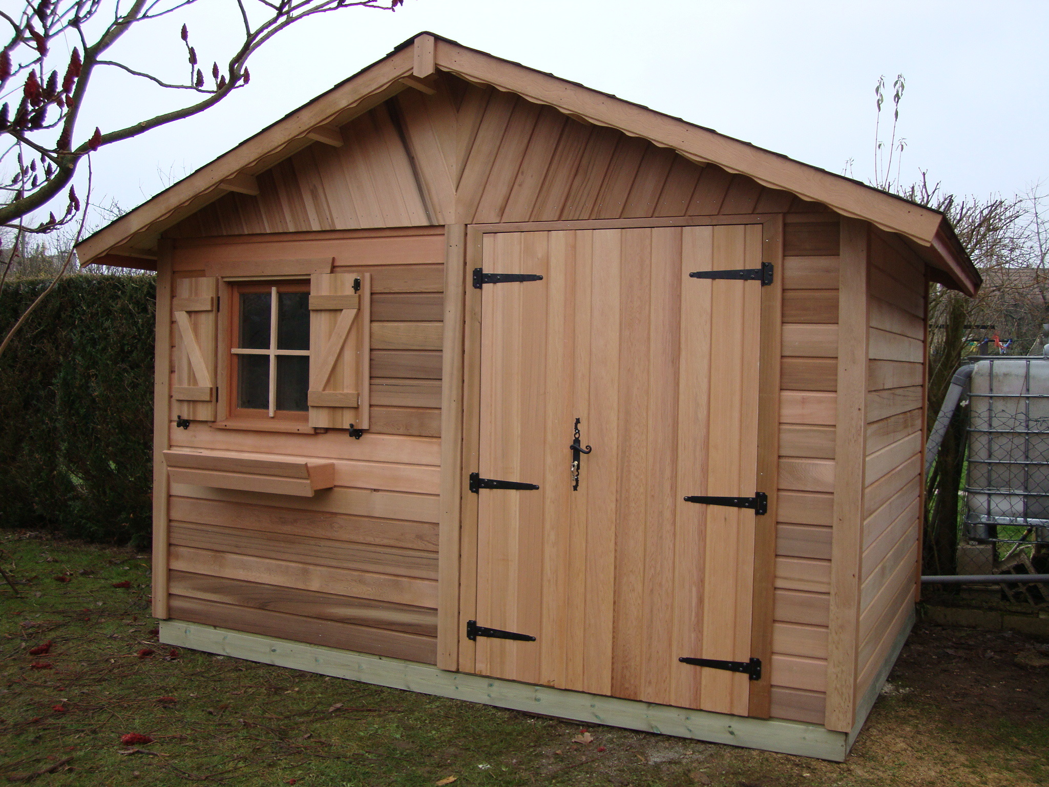 Abri de jardin en bois nandy red cedar for Porte de cabanon double