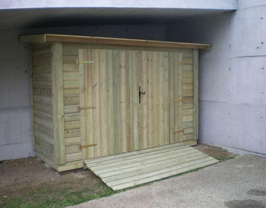 Porte en bois pour abri de jardin for Porte pour cabanon de jardin