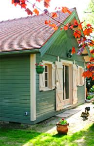 chalet de loisirs en bois saint fargeau cerisier abris de jardin en bois. Black Bedroom Furniture Sets. Home Design Ideas
