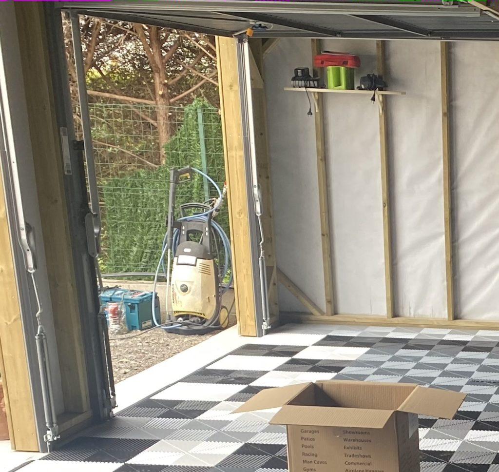 Comment isoler un abri de jardin sur dalle béton ?